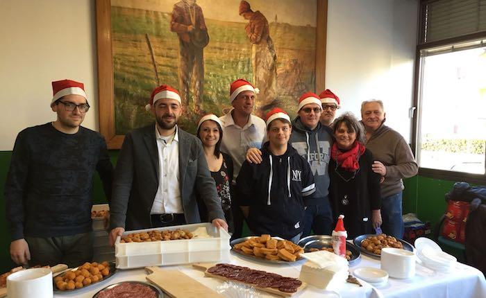 Luino, solidarietà ed auguri di Natale al Monsignor Comi con il ristorante Miralago Colmegna