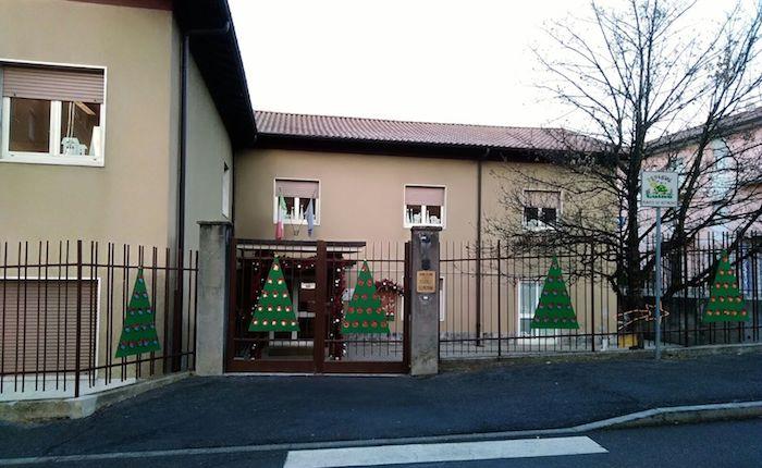 Le scuole elementari di Creva si colorano di Natale, ecco il presepe delle mamme