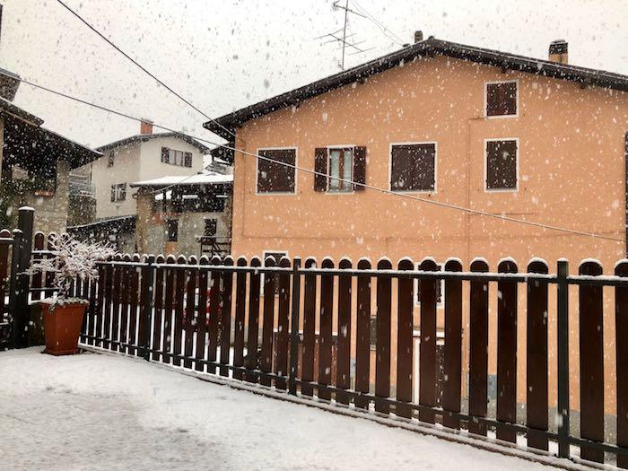 Torna la neve sulle montagne luinesi, 30cm circa in Veddasca