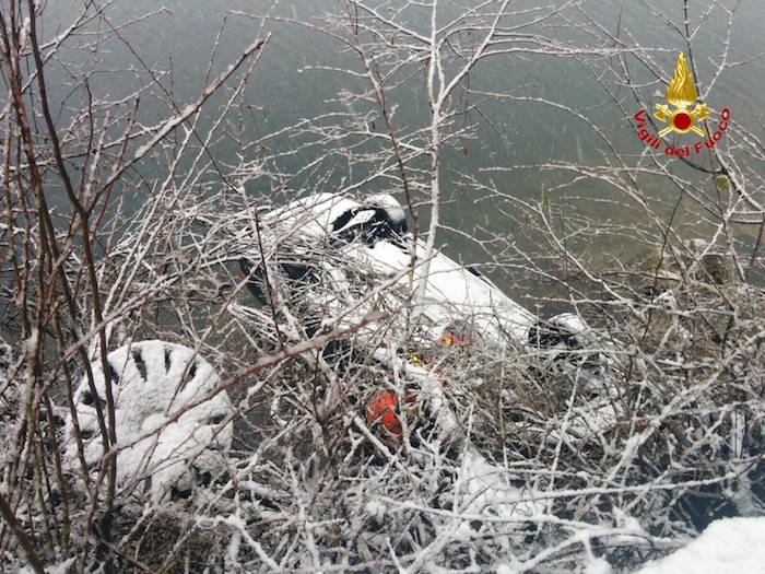 Brusimpiano, auto finisce nel lago. 45enne salvata dagli specialisti del S.A.F.