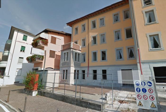 Rubano un grande prefabbricato nel centro di Porto Valtravaglia, denunciati due uomini