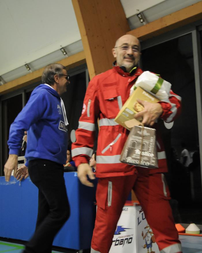 Oltre 130 panettoni per le famiglie aiutate dalla Croce Rossa di Luino