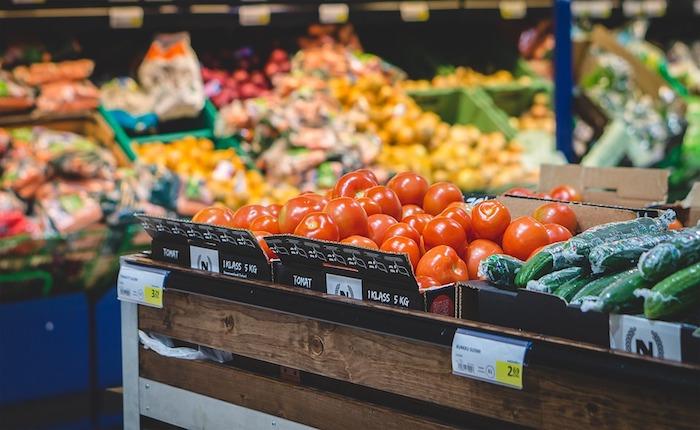 Scatta la tassa sulla spesa, sacchetti frutta e verdura a pagamento