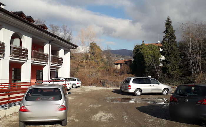 Luino, al via i lavori per asfaltare il parcheggio di Poppino