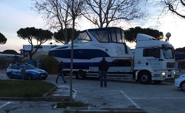 Arriva sul Ceresio l'imbarcazione confiscata dalla Dda di Milano