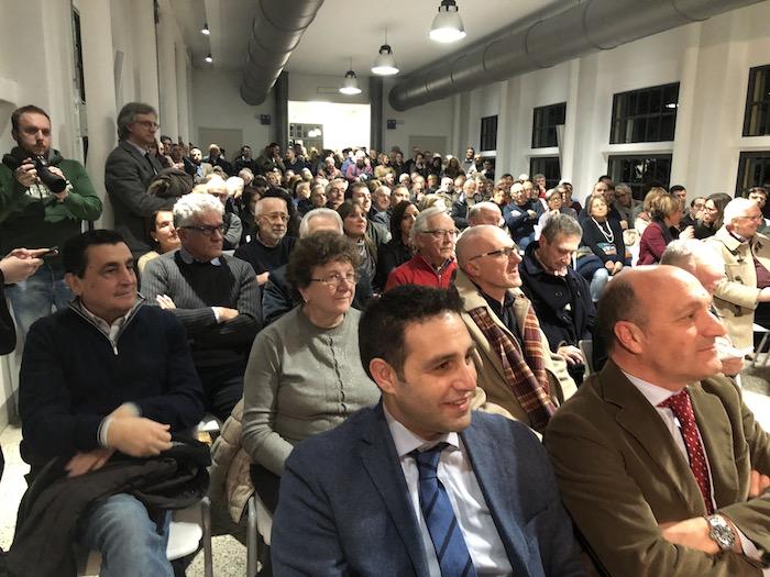 """Germignaga, Gori fa il pienone: """"Defiscalizzare aree di confine, puntando su innovazione e formazione"""""""