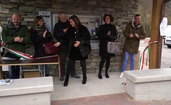 Inaugurata la casetta dell'acqua a Brissago Valtravaglia. La sindaca: