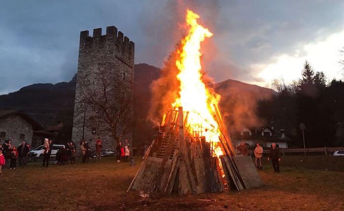 Tanti partecipanti ieri alla festa patronale, la tradizione unisce la comunità di Mesenzana