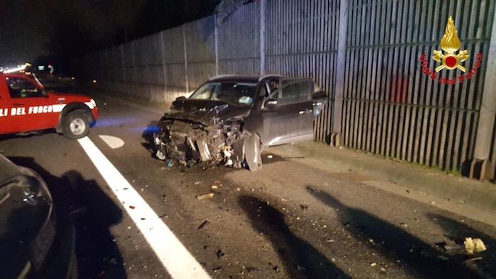 Incidente in autostrada, forti disagi alla circolazione. Cinque auto coinvolte, diversi feriti