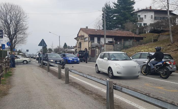 Incidente tra auto a Marchirolo sulla statale