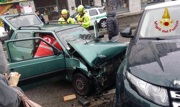 Incidente tra due auto, interviene l'elisoccorso: ferita una 28enne