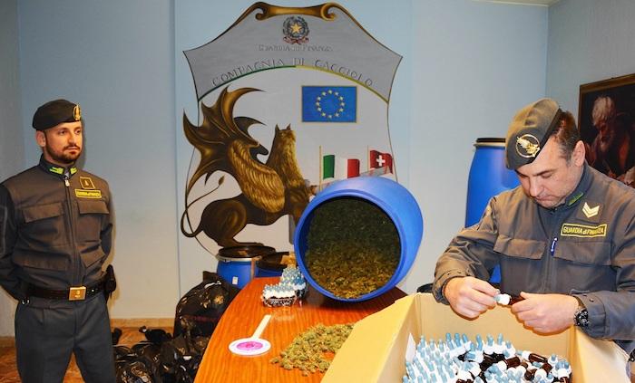 Sequestrati al confine 50kg di marijuana e 5 litri di olio di canapa