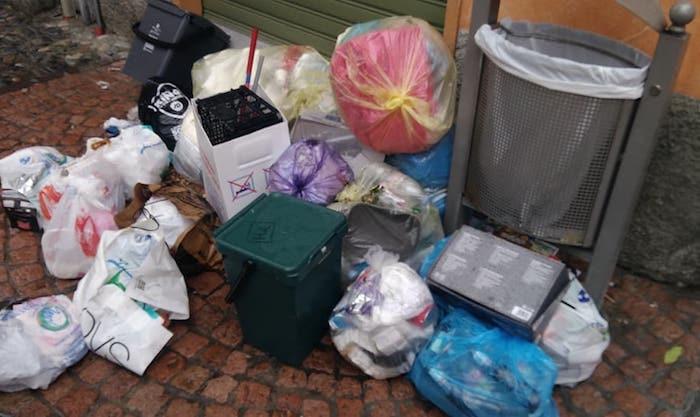Germignaga, abbandonano rifiuti in centro. Individuati e multati diversi cittadini