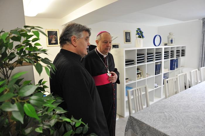 Il vescovo Cantoni accolto a braccia aperta dalla comunità di Bedero e Masciago