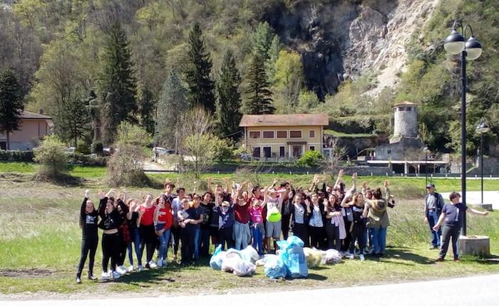 I ragazzi delle medie di Germignaga insieme per ripulire e tutelare l'ambiente