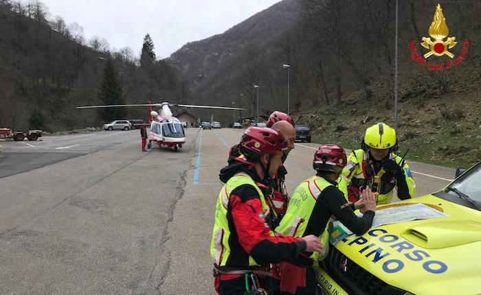 Escursionisti si perdono nel bosco sopra Monteviasco, intervengono i soccorritori