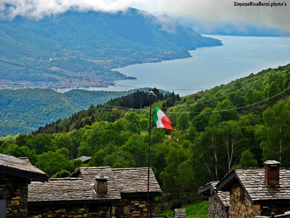 La terrazza sul lago a Monterecchio, la foto è di Simone Riva Berni