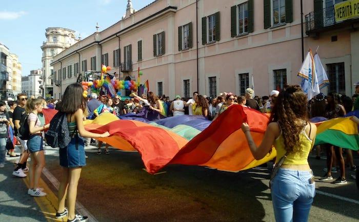 Varese Pride, una marea arcobaleno invade la città per i diritti civili