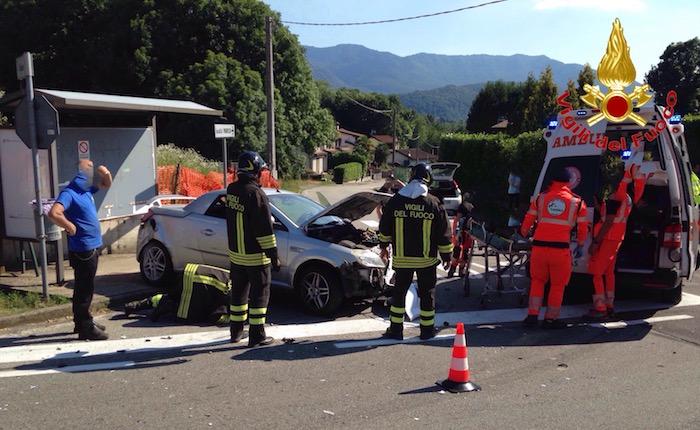 Ferrera, trattore perde il rimorchio che travolge un'auto. Coinvolti due uomini, anche un 27enne