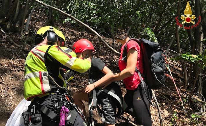 Mamma e bimbi si perdono nel bosco, salvati dall'elisoccorso