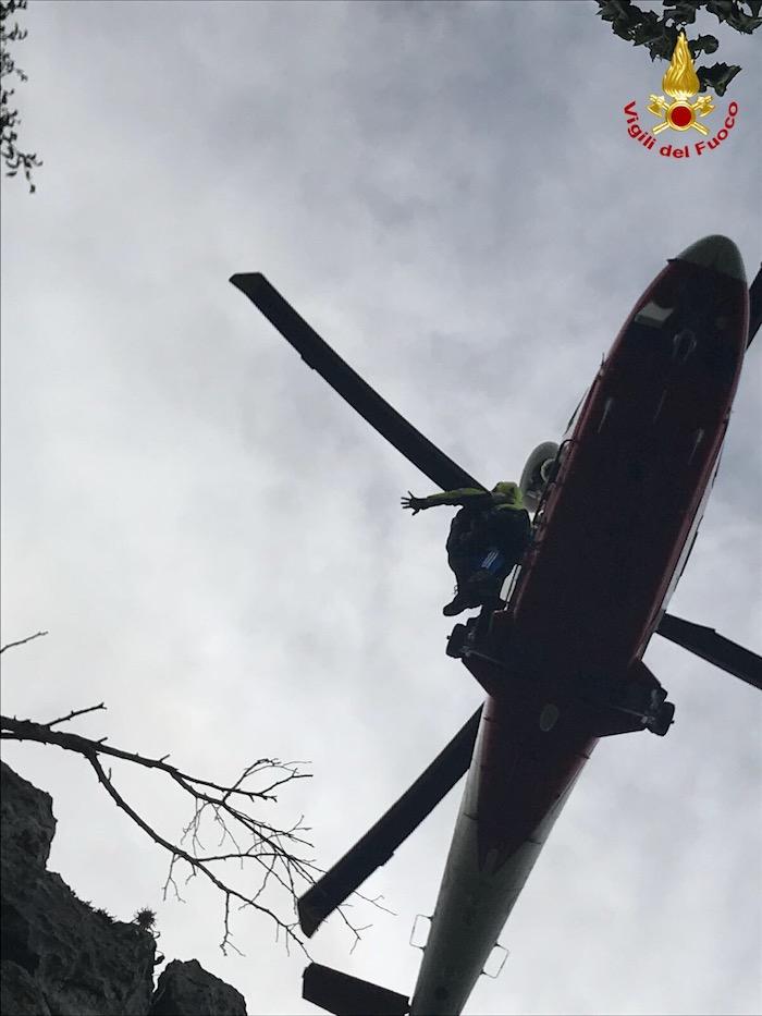 Rimangono bloccati a pochi metri dal Poncione di Ganna, escursionisti salvati dall'elisoccorso