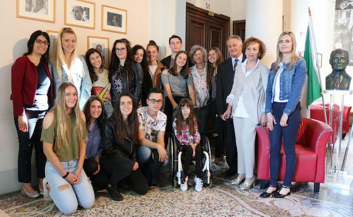 Giornata della Creatività: il Liceo di Luino si tinge di cultura, arte e musica