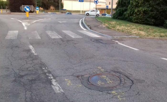 Da Longhirolo a Creva, i cittadini richiedono interventi sulle strade. Il comune interviene
