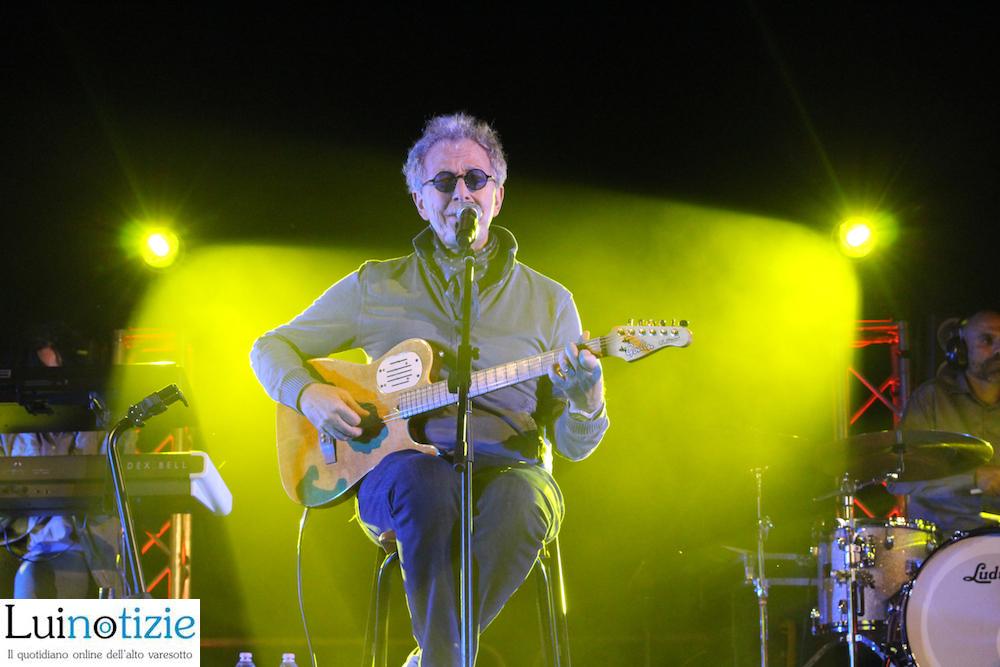Fabio Concato delizia Luino, grande concerto in riva al lago