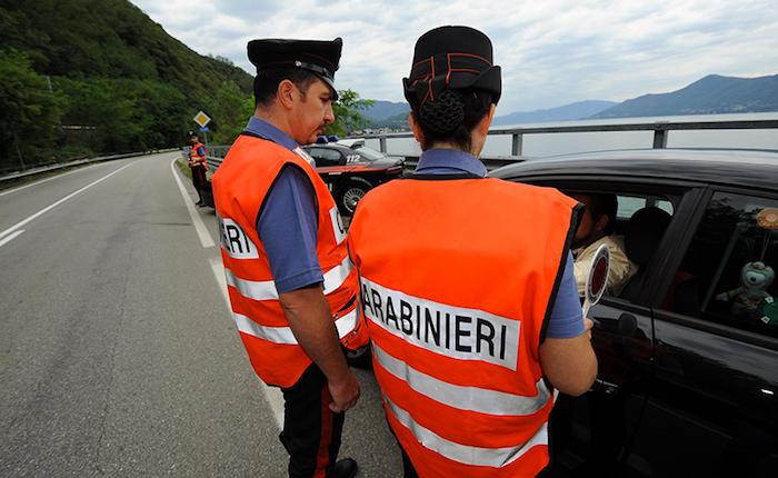 Controlli dei Carabinieri di Luino: denunciato un 21enne e multato un bar