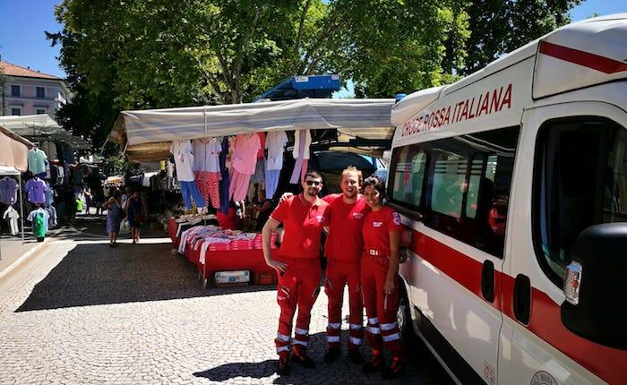 Mercato più sicuro grazie alla presenza della Croce Rossa di Luino
