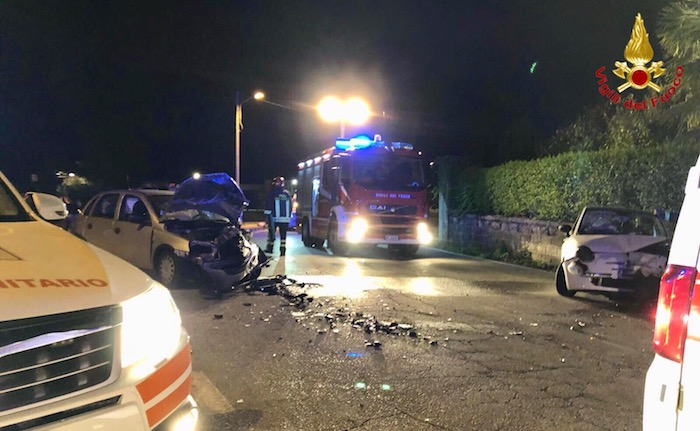 Incidente a Castelveccana, intervenute quattro ambulanze. Diversi feriti