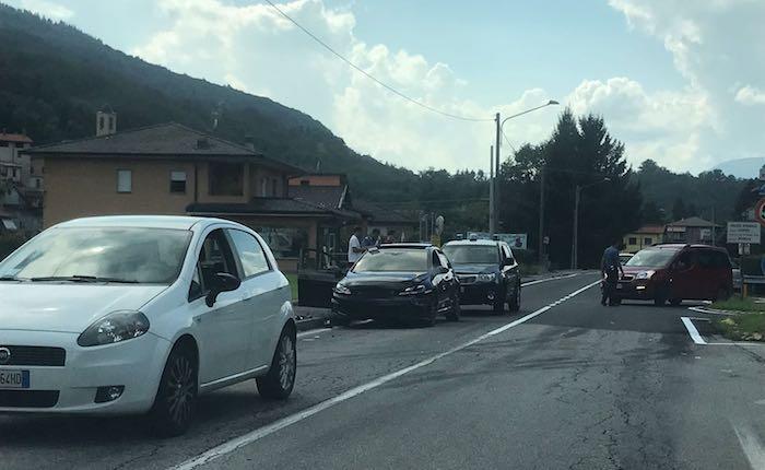 Incidente sulla provinciale a Cremenaga, disagi alla circolazione stradale