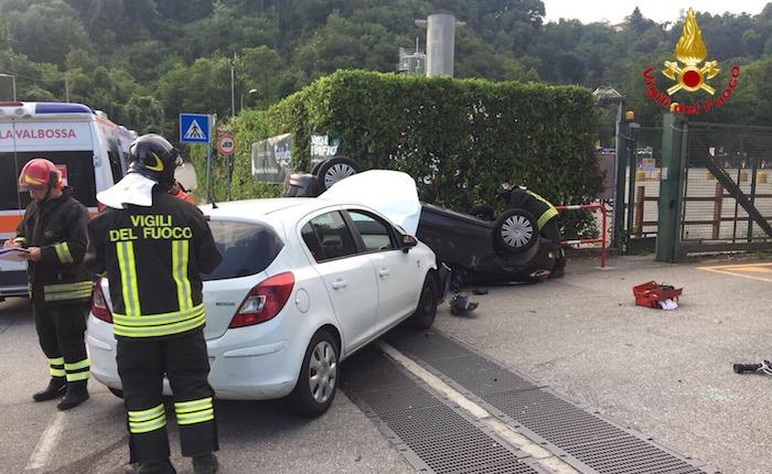 Incidente tra due auto, una si ribalta. Coinvolti un 30enne ed un 35enne