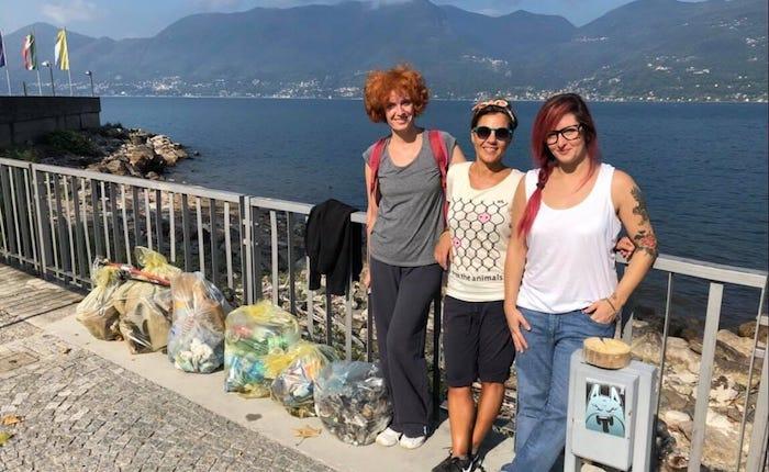 Luino, da Facebook in spiaggia: cittadini ripuliscono il bagnasciuga dai rifiuti
