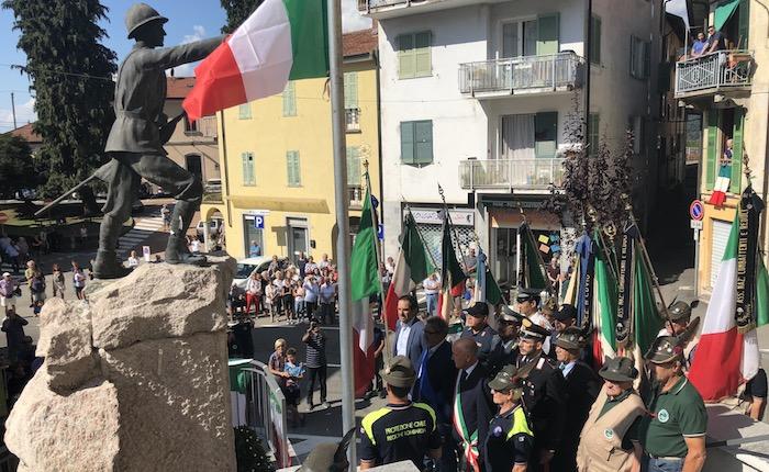 Inaugurato il Monumento ai Caduti di Maccagno, la comunità omaggia i suoi giovani eroi
