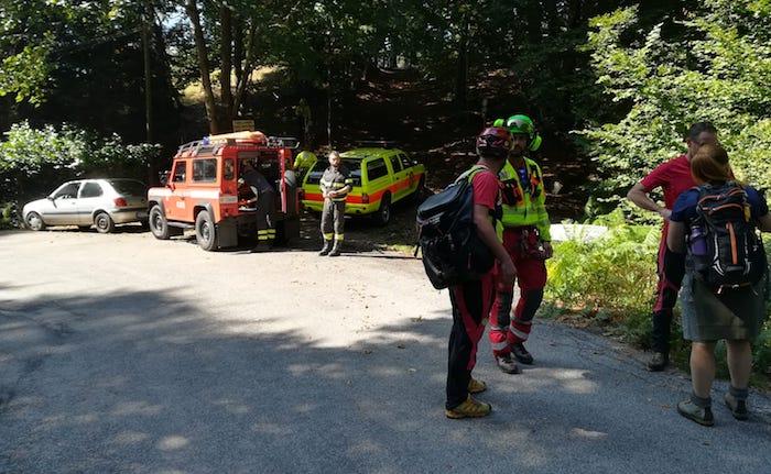 Scivola nei boschi di Dumenza, salvato un 70enne. Interviene l'elisoccorso