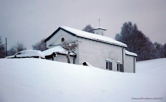 La neve colora la Forcora in attesa di sciare