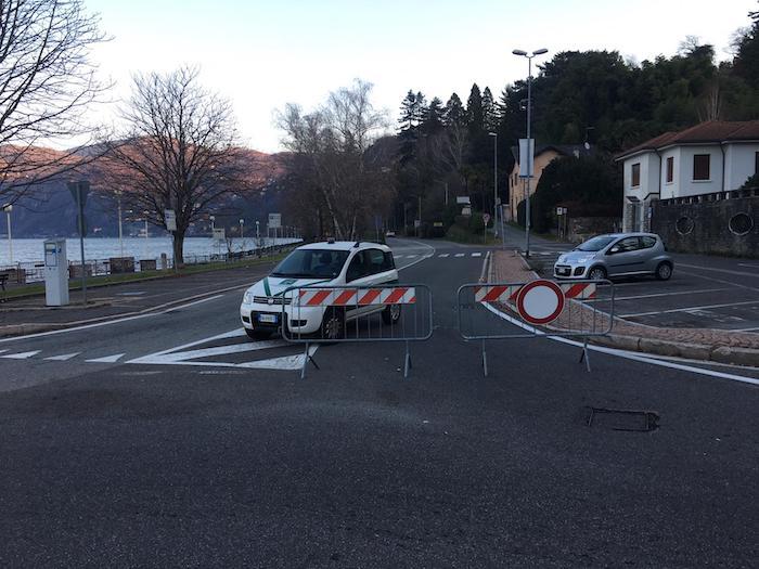 Frana tra Luino e Maccagno, chiusa statale e linea ferroviaria. Grandi disagi verso il Ticino