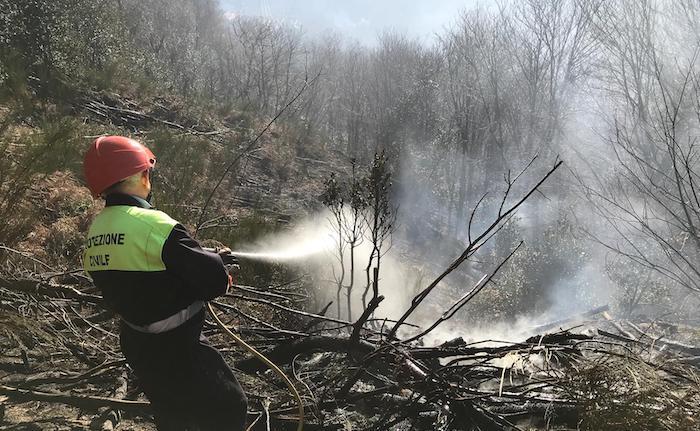 Lombardia, sale l'allerta per incendi boschivi anche nell'Alto Varesotto