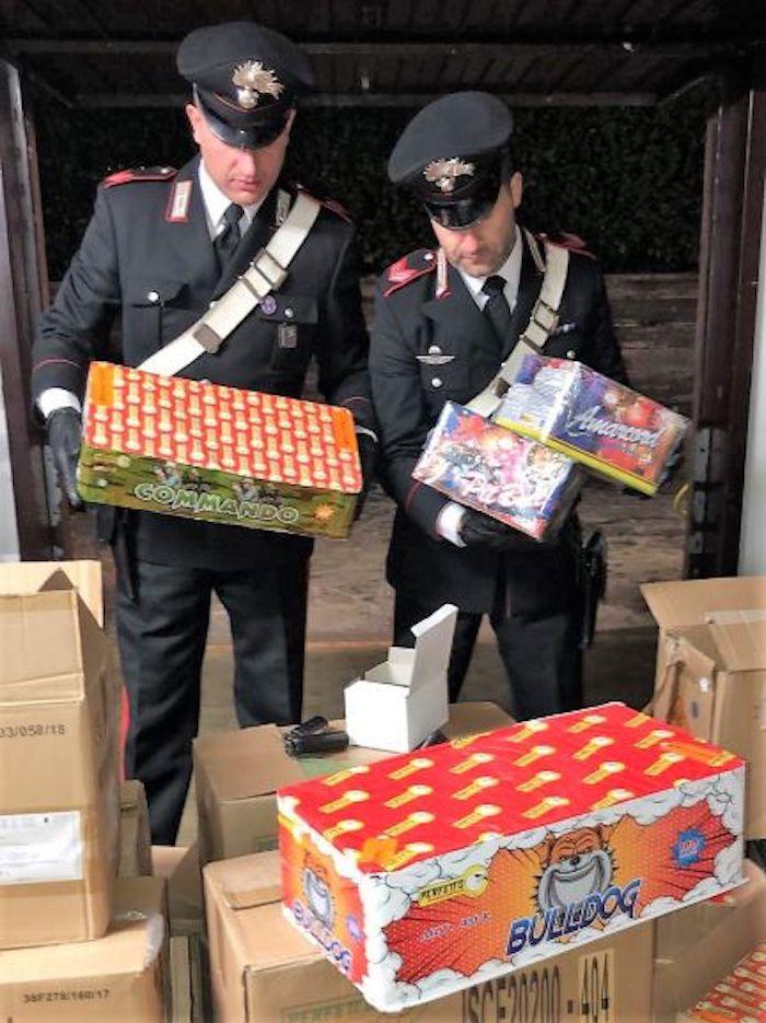 Capodanno, maxi sequestro dei Carabinieri: trovati 250 kg di fuochi d'artificio in garage