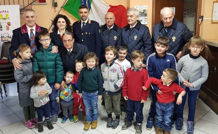 ANPS Luino, la Befana regala calze e sorrisi ai bambini della Polizia di Stato