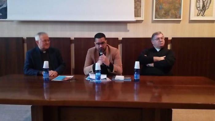 Luino, un grande successo il viaggio tra fede e comunicazione con don Walter Magni