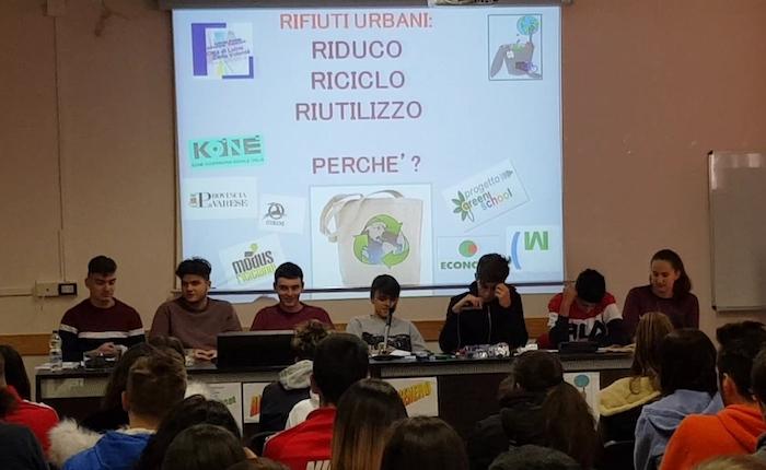 Luino, gli studenti: