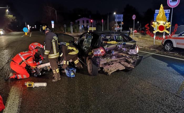 Scontro tra auto sulla Vergiatese, anche due bambini coinvolti