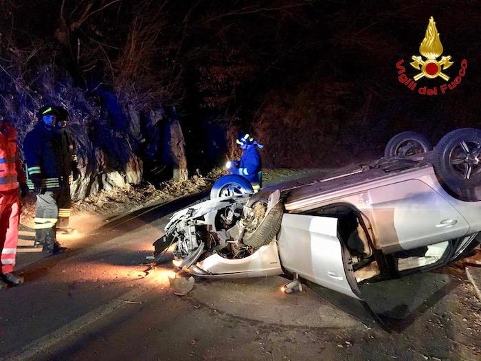 Auto si ribalta tra Luino e Cremenaga, una 27enne in Pronto Soccorso
