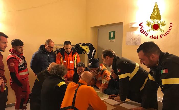 Incendio spento in Valganna, pianificate le operazioni per la notte e per domani