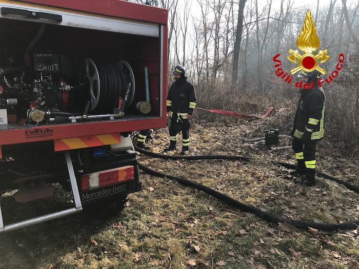 Incendio in Valganna, nel bosco 2500 metri di tubazioni e cinque vasche come riserva idrica