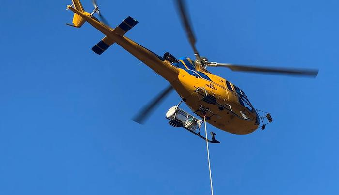 L'elicottero arriva a Monteviasco e ridà ossigeno al borgo