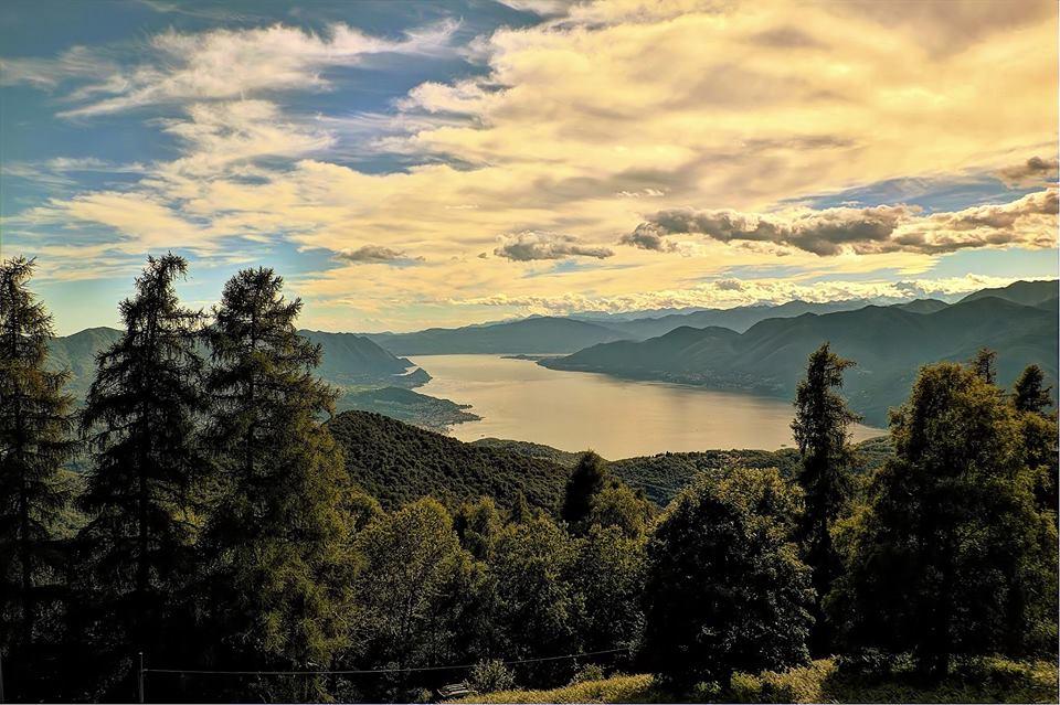 Il lago Maggiore visto dal rifugio Campiglio, la foto è di Ivano Aglieri