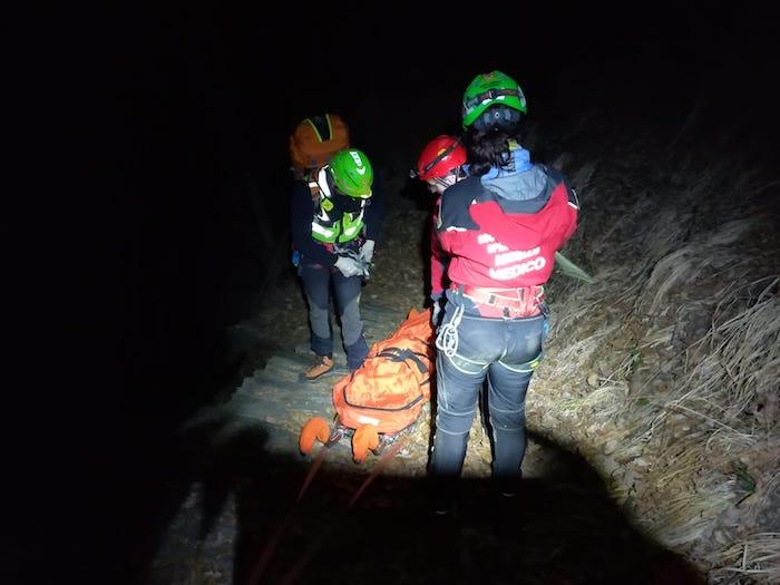 I volontari del Soccorso Alpino sfidano il buio e la neve e
